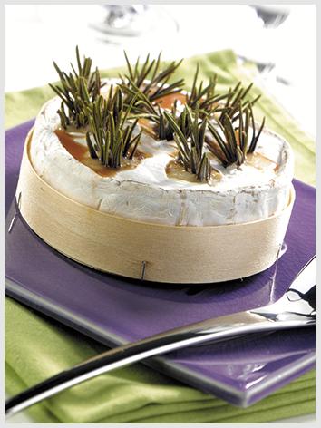 Brie marinado com cachaça e alecrim