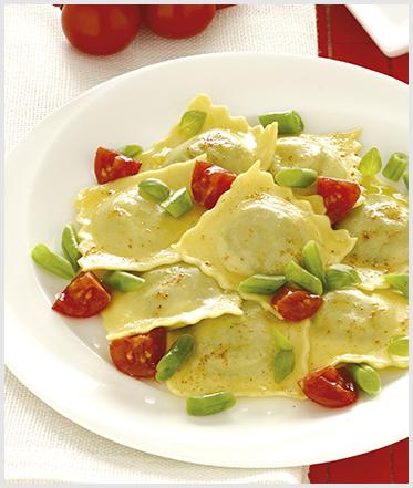 Ravioli ricotta spinaci freschi ed erbette con pomodorini e fagiolini